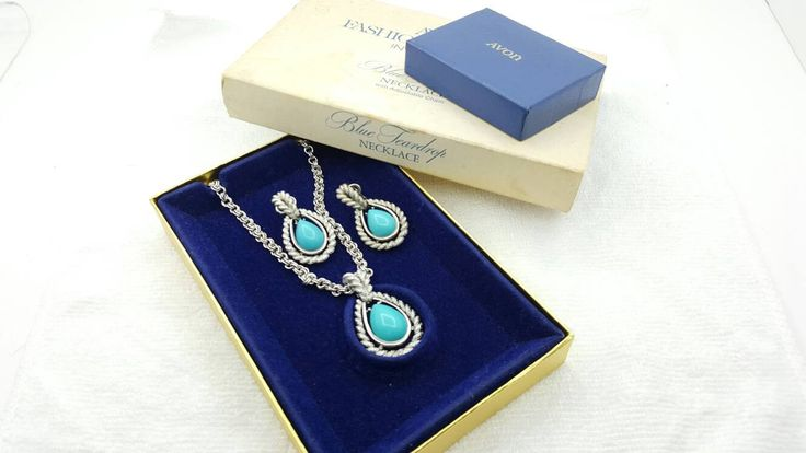 Avon Blue Teardrop clip earrings and Necklace 1972 Dramatic set Original box