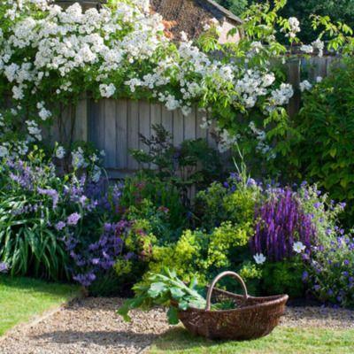 reaping the rewardsGardens Ideas, White Gardens, White Flower, Gardens Fence, Flower Gardens, English Country Gardens, Gardens Design,  Flowerpot, Gardens Plants