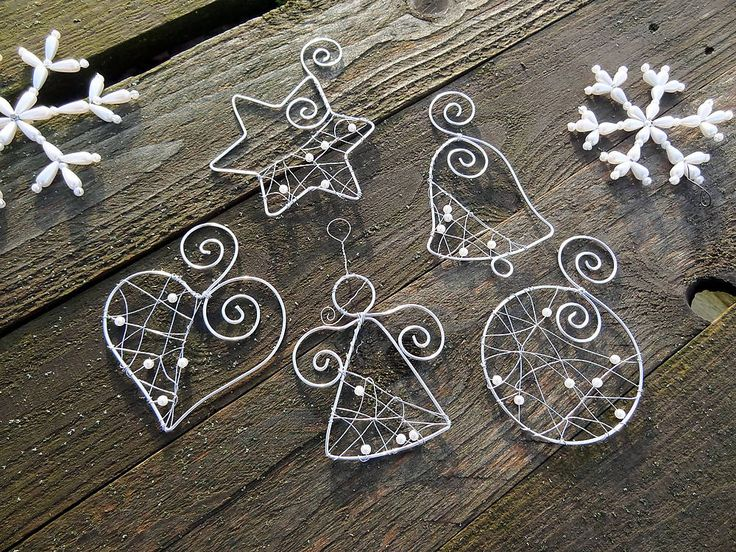 Dekorácie - strieborné vianoce z drôtu s bielymi perličkami... sada - 6245714_