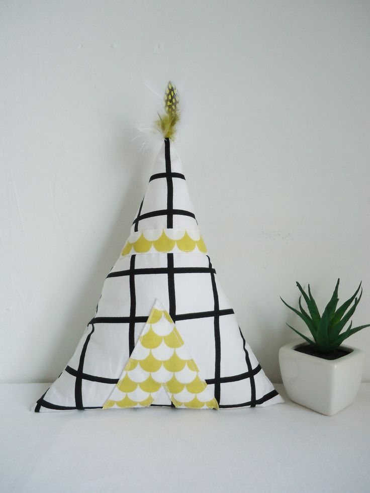 Tipi-coussin-doudou-maison en coton blanc et noir quadrillé et toile écailles jaunes. : Jeux, jouets par zoey