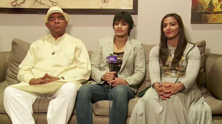 The Real Dangal Mahavir Singh Phogat With Geeta Phogat And Babita Kumari Phogat Interview The Real Dangal Mahavir Singh Phogat With Geeta Phogat And Babita Kumari Phogat Interview. Dangal is an Indian Hindi-language biographical sports drama film directed by Nitesh Tiwari. It stars Aamir Khan as Mahavir Singh Phogat who taught wrestling to his daughters Geeta Phogat and Babita Kumari. The former is India's first female wrestler to win at the 2010 Commonwealth Games where she won the gold…
