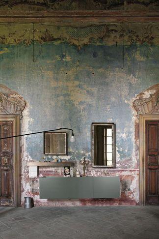 mobile bagno laccato grigio e marmo fior di pesco
