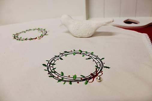 LORAembroidery / vyšívaná vianočná štóla bielo-zelená