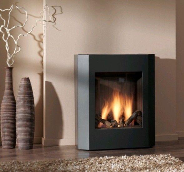 De Dru Basso zorgt voor veel warmte en sfeer en is uitermate geschikt voor de moderne woonkamer door haar strakke vormgeving en hoge gele vlammen. Door de bovenbediening is deze kachel eenvoudig, eventueel thermostatisch, te bedienen. De binnenzijde heeft een zwart staalprofiel. De mantel is er in diverse kleuren waardoor er voor elke ruimte een passende kleur gekozen kan worden Dit is een goede vrij goedkope gaskachel. #Kampen #Fireplace #Fireplaces #Interieur