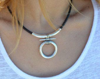 Collar anillo cuero,boho collar anillo, amuleto proteccion, bdsm collar cuero, collar unico mujer, collar moderno mujer, collar boho ,egipto
