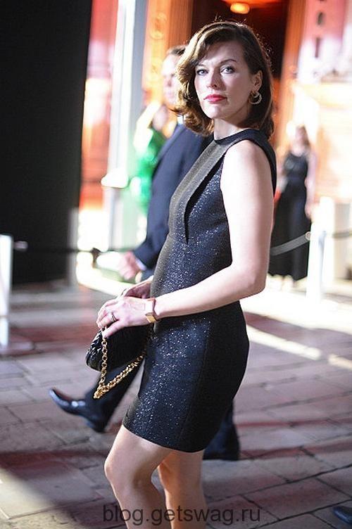 Милла Йовович на прогулке: идеальный street look161