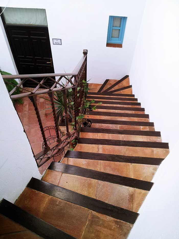 Detalle escalera patio Posada San Fernando, Hotel con Encanto en Carmona