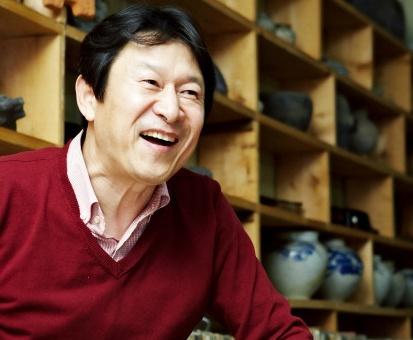 """요즘 뜨는 조연, 김응수의 그때 그시절. 단역10년에, 처가살이3년, 아버지는 """"부자의 인연을 끊자""""고 했다네요. http://cameo57.khan.kr/415"""