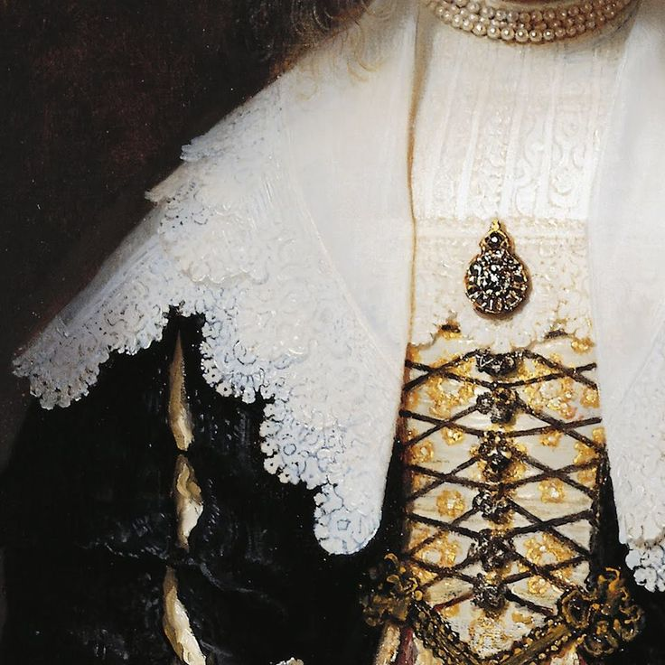 Particolari di opere, seconda parte. Rembrandt van Rijn: Ritratto di Agatha Bas, moglie di Nicolas van Bambeeck. Olio su tela, del 1641. Cm 104 x 82. Collezione Reale, Windsor Castle, UK. Un abbigliamento a più strati: dalla camicia sotto a pizzo rigato, al vestito con lo sparato ricamato in oro, e sopra a tutto il grandissimo collo rovesciato con il bordo in pizzo al tombolo. Al collo tre fili di perle, una spilla al centro e altre che si susseguono sulla pettorina, verso la vita.