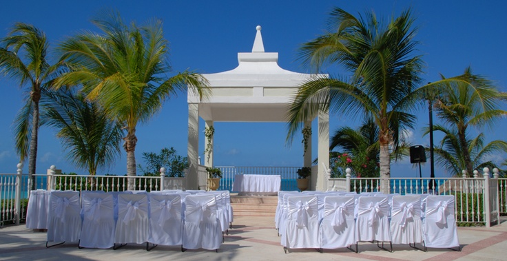 Wedding gazebo at RIU Caribe in Cancun, Mexico