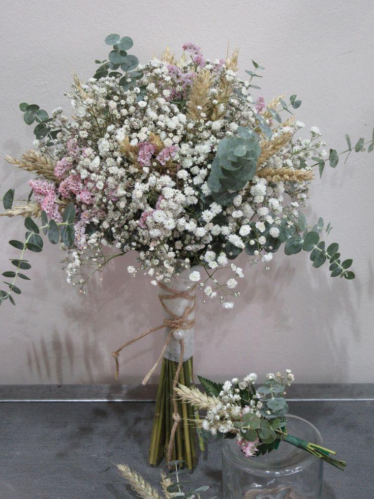Ramo silvestre con paniculata, eucalipto y espigas con boutonniere a juego de Rosazul Floristas
