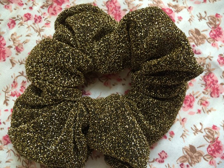 gold scrunchie,gold 90s scrunchie, 90s scrunchie, 80s scrunchie, glitter scrunchie, classy scrunchie, party scrunchie, handmade sccrunchie door VintageVicenti op Etsy