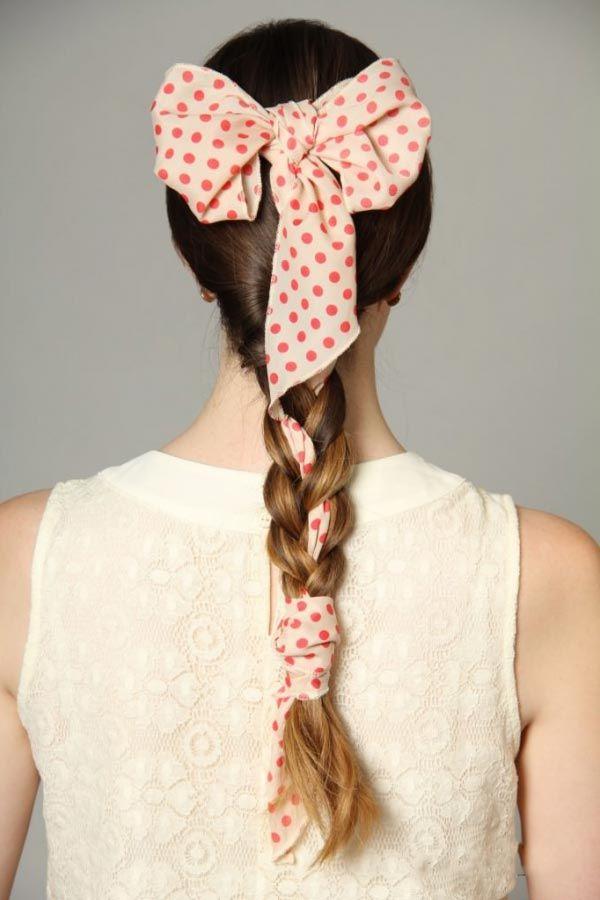 At kuyruğu saç ile beraber bandana bağlama