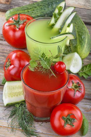 Smoothies maken is erg eenvoudig. Wat heb je nodig? Een blender, een goed recept en verse ingrediënten. Voor recepten lees je ons groene smoothies boek!