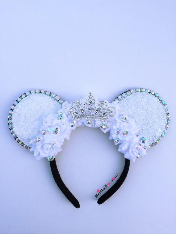 Orejas de ratón de la princesa novia Minnie por BrittsBlossoms                                                                                                                                                     Más