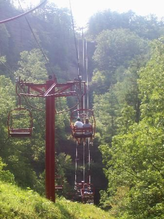 We LOVE spending the day at Natural Bridge State Resort Park. Just an hour from #Lexington, but worlds away. The #skylift is lots of fun.