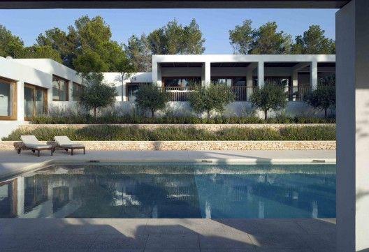 Casa en el valle de Atzaró / de Blacam and Meaguer architects.