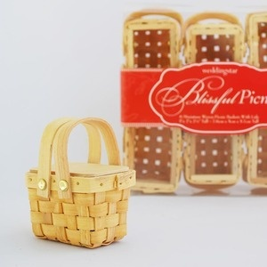 Sweet little baskets. Would be ideal for a teddy bears picnic party favour
