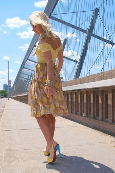 5. Favorite Summer Outfit - A simple yellow-themed outfit that can be worn to a picnic with that certain someone, a walk around shopping, or wherever. Always classic and timeless style!