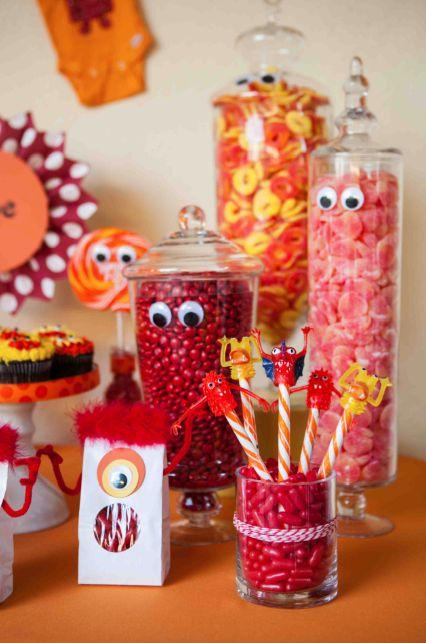 Frascos de boticario decorados con ojos para mesa dulce de fiesta infantil. #MesasDulces