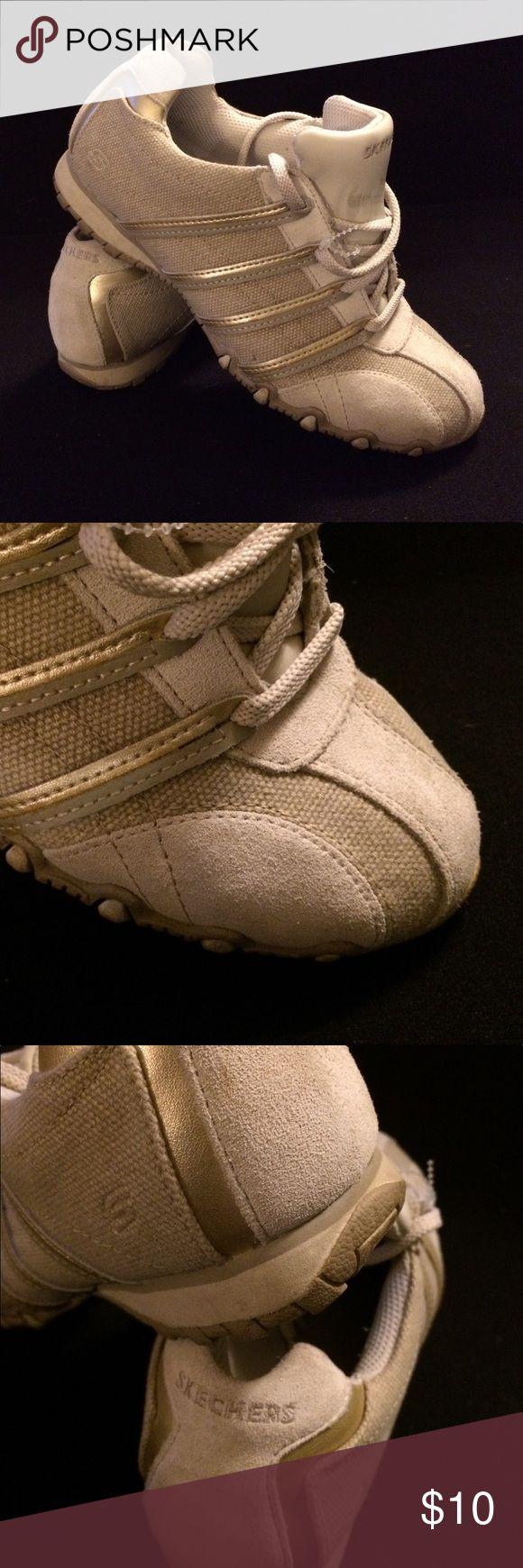 Ladies Skechers Tan Size 8 Sneaker Gently Used Skechers clean no flaws sneaker Skechers Shoes Sneakers