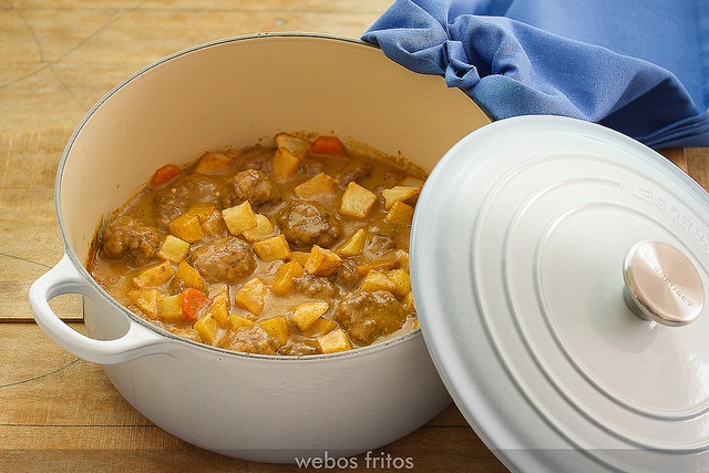 Albóndigas en salsa by webos fritos, via Flickr