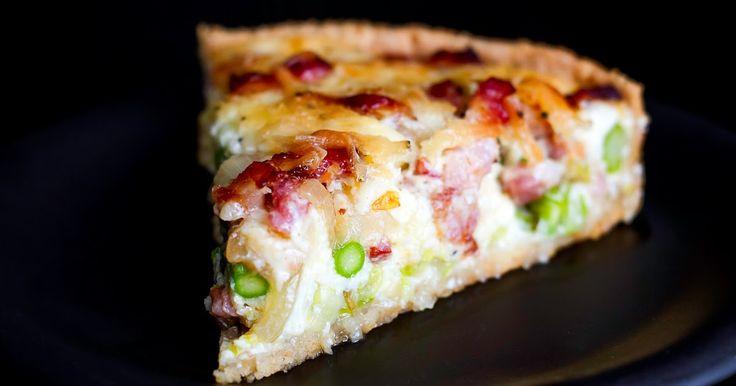 Sommertærte med spidskål, asparges og sprød bacon       Smagen af sommer. En fantastisk lækker madtærte med nogle af sæsonens lækre grønsag...