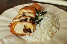 Gabriella kalandjai a konyhában :): Sajttal és aszalt szilvával göngyölt hús