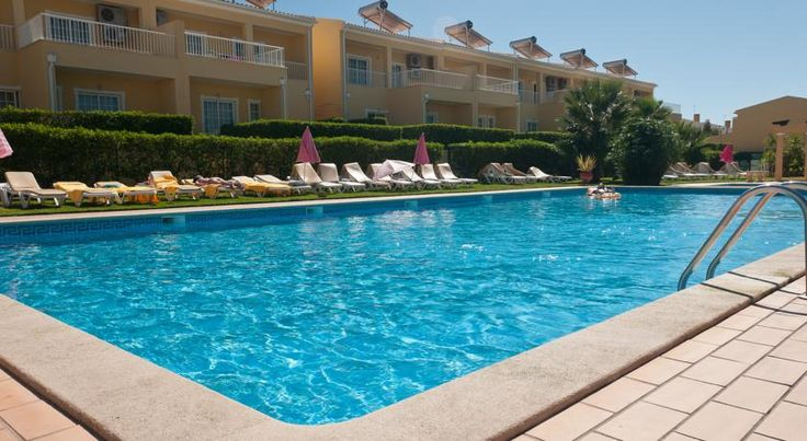 Villas Barrocal Armação de Pêra Surrounded by a garden with a pool, this hotel features self-catering apartments and villas with a balcony or terrace. There is an on-site tennis court, and Praia Grande de Pera Beach is 2 km away.