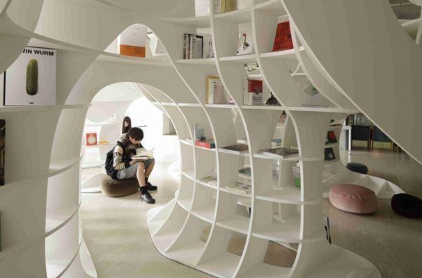JDN / SPACE DESIGN / 伊東豊雄 : Cave of Books(本の洞窟) [京都]