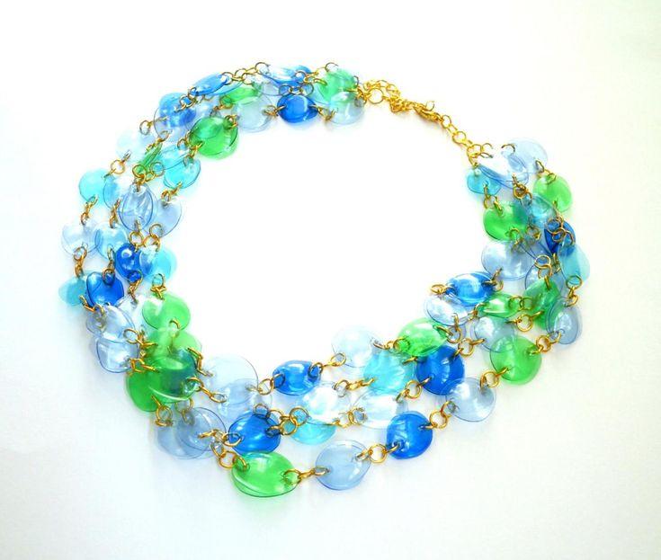 colar de declaração artesanal de garrafas plásticas recicladas em azul e verde jóias, upcycled, colorido colar desenhador, eco amigável