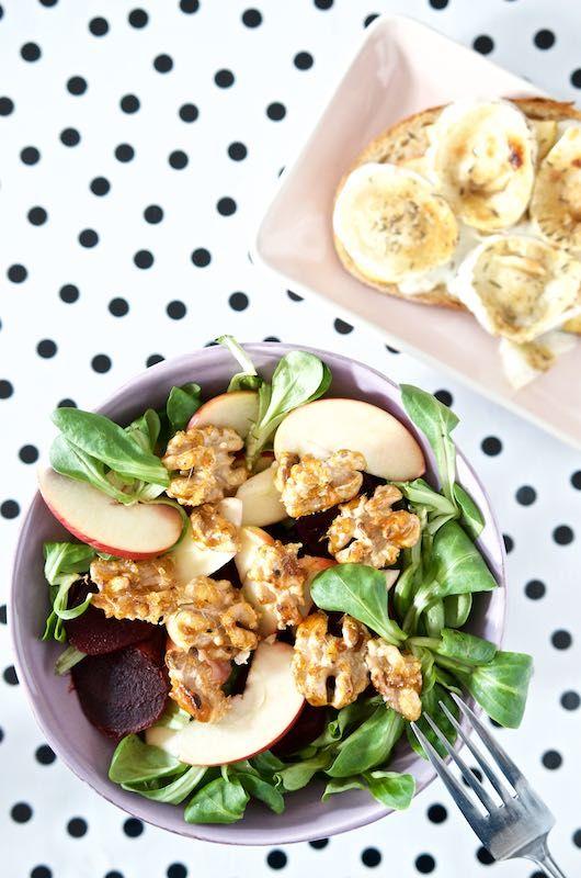 Feldsalat mit Rote Beete, Apfel und karamellisierten Walnüssen | Pinkepank (1)