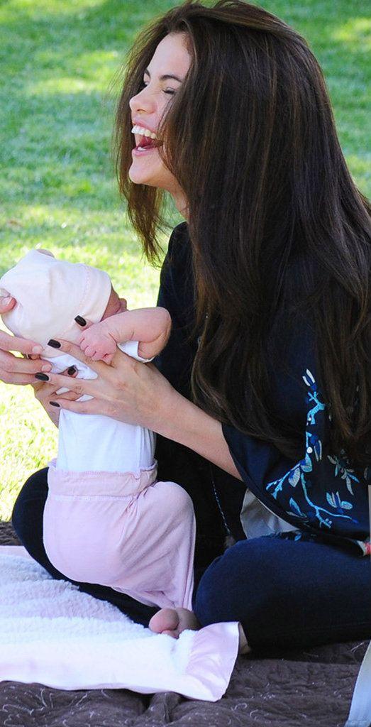 selena gomez baby sister    Selena Gomez Shows Off Baby Sister Gracie!   Hollywire