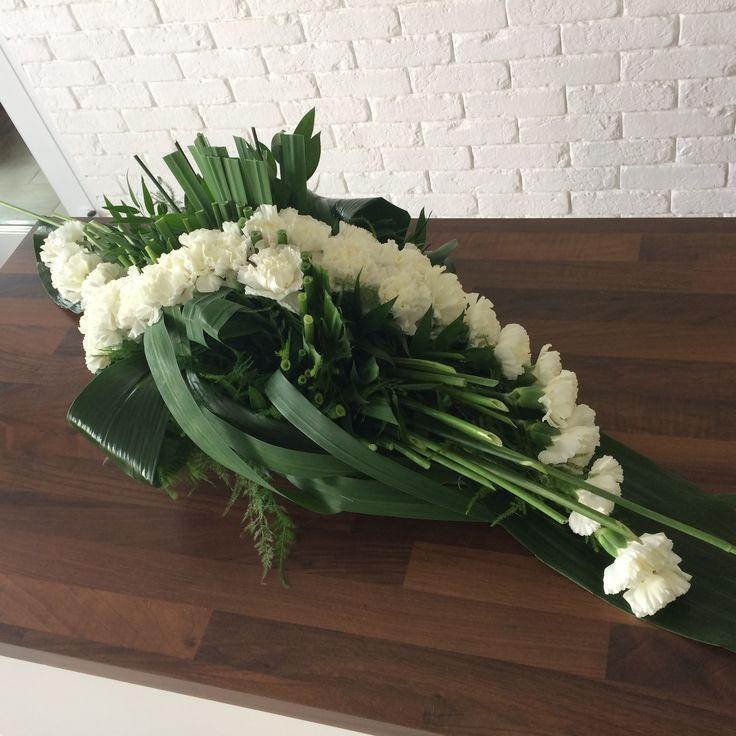 Oryginalna Wiazanka Z Gozdzikow Wiazanki Slubne Lublin Dekoracje Slu Dekoracje Dziko Funeral Flower Arrangements Funeral Flowers Flower Arrangements