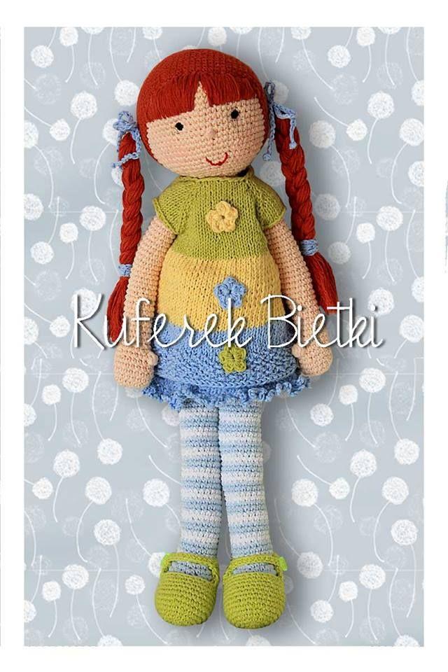 Alexia - lalka wykonana na szydełku. Lalka ubrana jest w sukienkę i sweterek wykonane na drutach, limonkowe buciki. Włosy lalki upięte są...