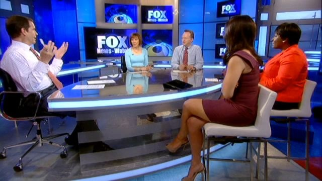 Andrea Tantaros hot legs on Fox News - Sexy Leg Cross
