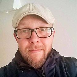 Jani Loponen -   Jani on ammatiltaan nuoriso-ohjaaja. Hän toimii JOPO-ohjaajana Ylöjärvellä.