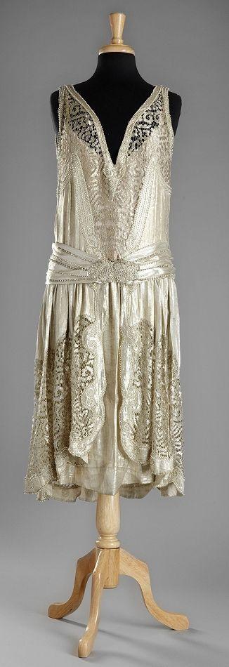 La mode des années folles : inspiration by Les Cachotières / Vintage 1920s dress.