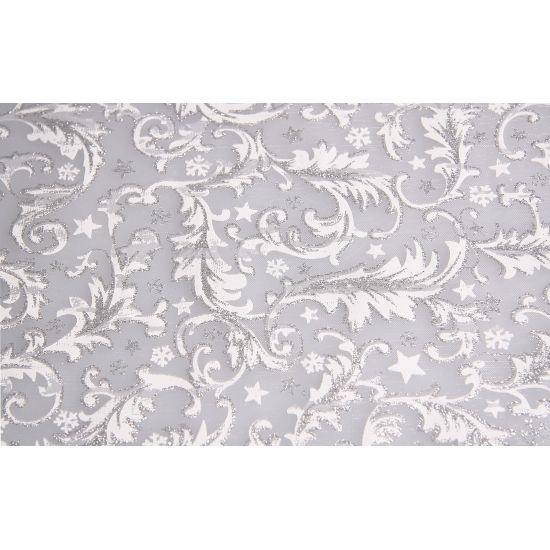 Zilveren tafelloper barok met glitters met een afmeting van 30 x 270 cm. De zilveren stof heeft een wit sneeuwachtig barok patroon.