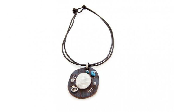 Hashtag necklace, original necklace made in leather and alabaster. Collana dal design originale in cuoio e Alabastro di Volterra