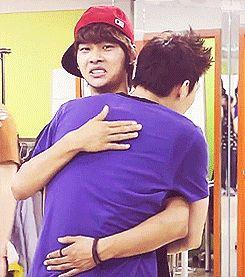 VIXX Leo hugging N (you think he'd be happy leo was hugging him xD)