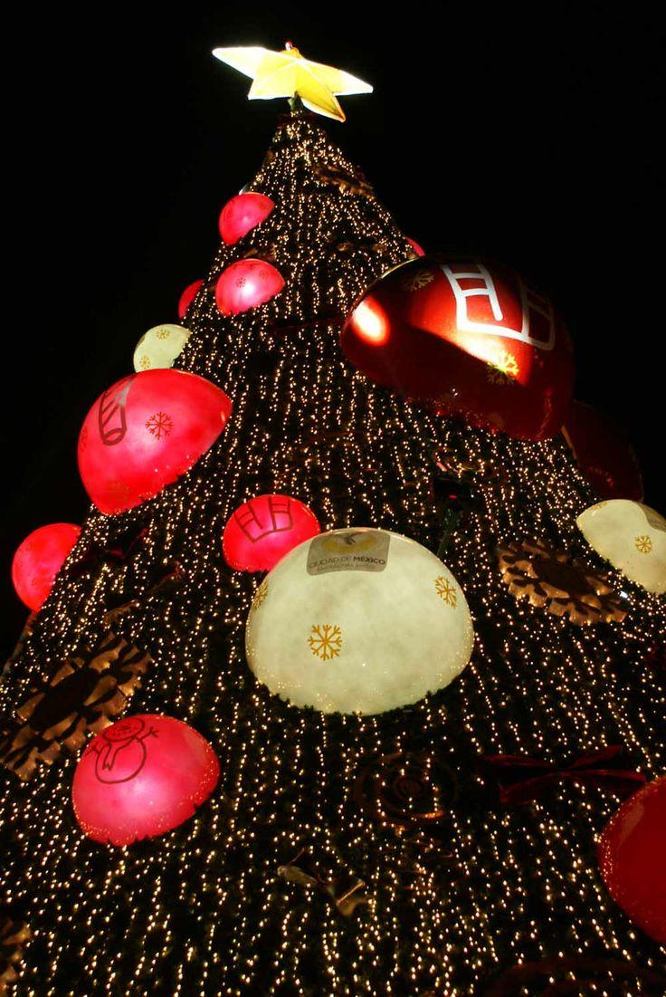 Árbol de Navidad en la plaza de la Constittución Zócalo