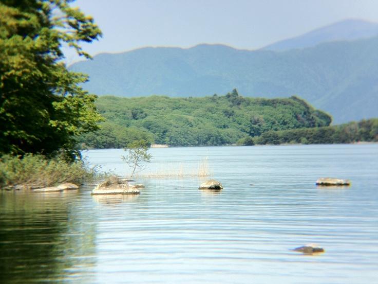 猪苗代湖  (iPhoneに望遠レンズを付けて撮りました) - 2012.06.02