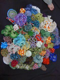 """Gratis haakpatronen voor verschillende soorten koraal. Geschreven door """"Institute for Figuring"""". (EN) ✤ Het Haak Orakel ✤ www.pinterest.com... ✤ #crochet #free #pattern"""