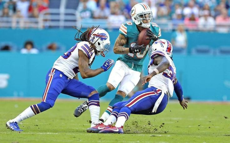 Bills vs. Dolphins:    October 23, 2016  -  28-25, Dolphins  -     Miami Dolphins wide receiver Kenny Stills (10) on a touchdown reception as he breaks away from Buffalo Bills cornerback Ronald Darby (28) and Buffalo Bills defensive back Jonathan Meeks (36) in the fourth quarter as the Miami Dolphins host the Buffalo Bills at Hard Rock Stadium on Sunday, October 23, 2016.  AL DIAZ adiaz@miamiherald.com