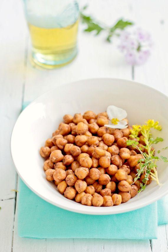 Crispy Roasted Chickpeas with Spices / Snack de garbanzos especiados  foodandcook.net