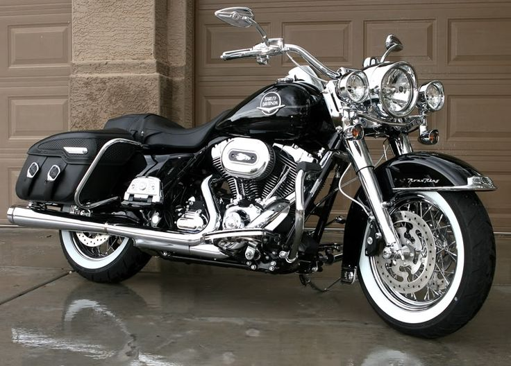 Road King Custom w/HD Fat Bars.