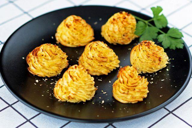 How to Make Duchess Potatoes (Video)