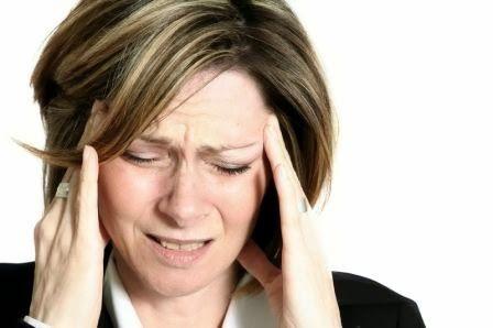 Tips Mengatasi Pusing Tanpa Obat - Sakit kepala dikatakan merupakan sakit yang paling buruk di antara penyakit lainnya. Saat sakit kepala, seseorang bisa mendapat efek samping lain seperti mata yang akan terasa sakit juga, mual, mata bekunang-kunang, sulit berkonsentrasi, dan lainnya.