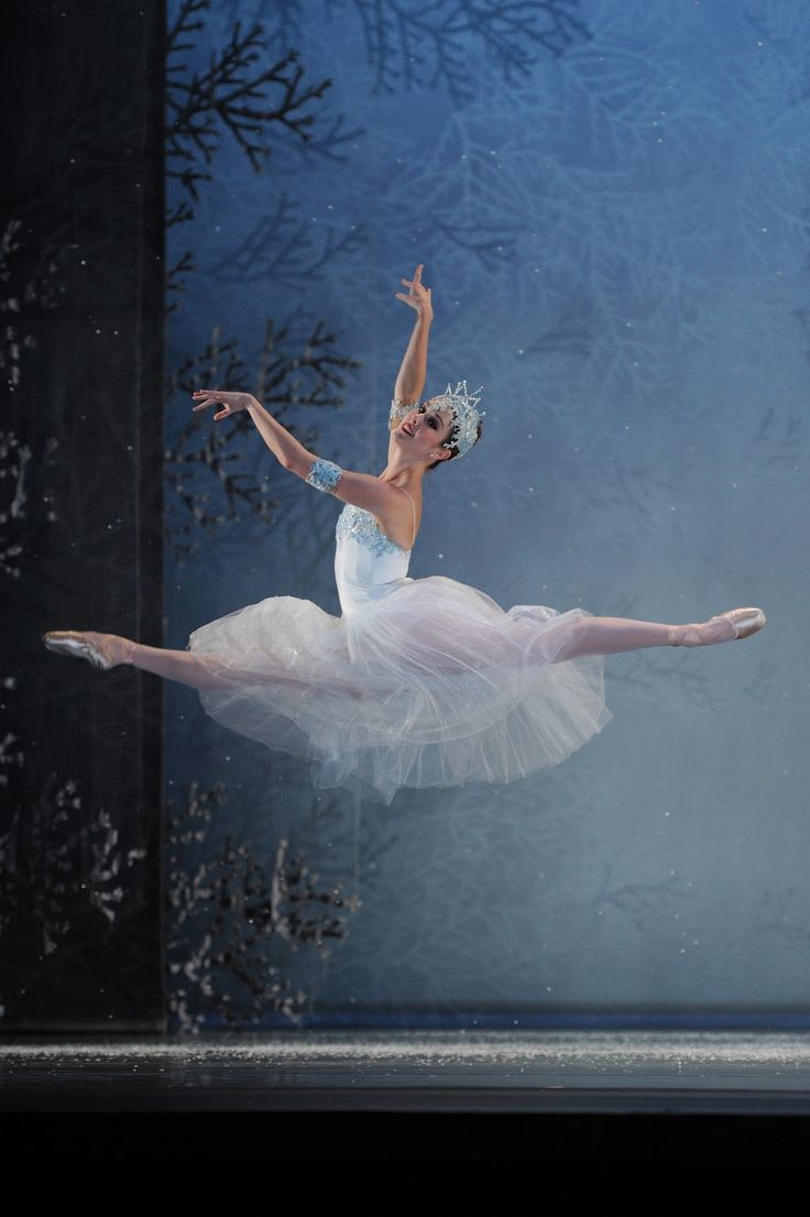 "Maryellen Olson, SF Ballet, Nutcracker 'Snowflake' 2011 Dance Commentary by Heather Desaulniers: ""Nutcracker"" - San Francisco Ballet"